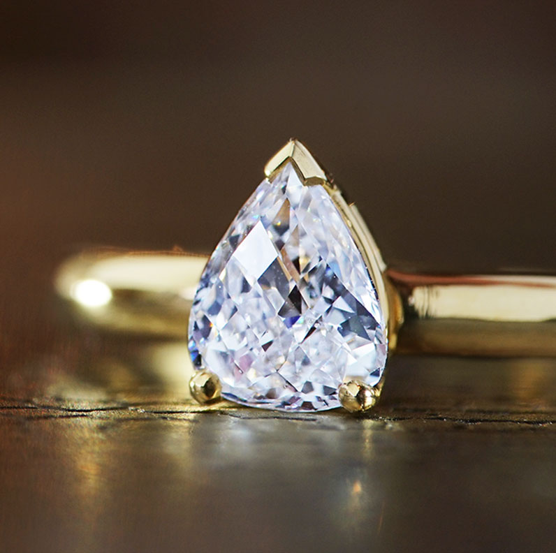 18368-yellow-gold-briolette-cut-pear-shaped-diamond-engagement-ring_9.jpg