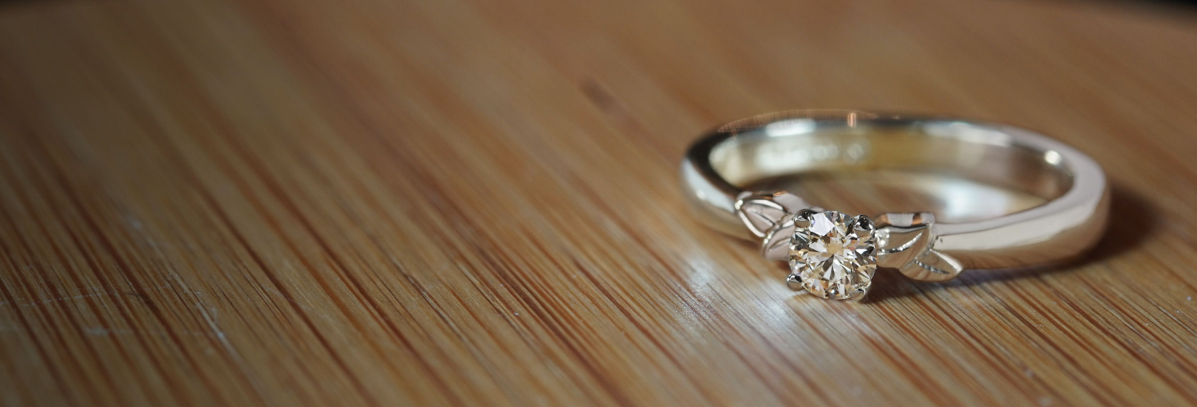 white-gold-delicate-leaf-design-solitaire-diamond-engagement-ring