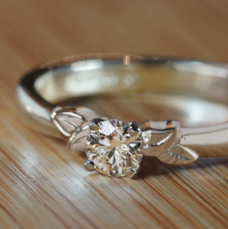19949-white-gold-delicate-leaf-design-solitaire-diamond-engagement-ring_9.jpg