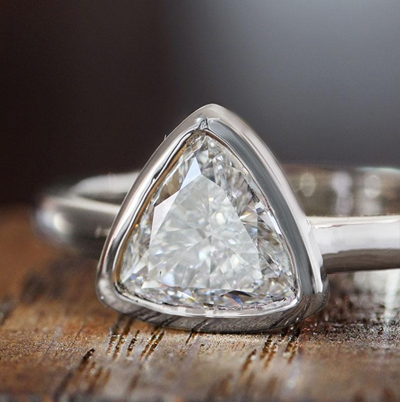 18335-platinum-and-trillion-cut-solitaire-diamond-engagement-ring_9.jpg