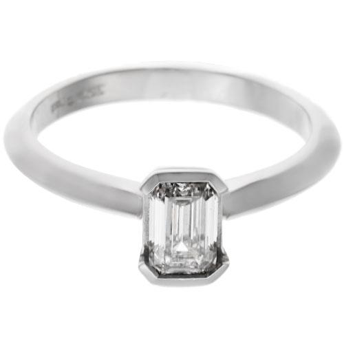 19034-platinum-and-emerald-cut-diamond-engagement-ring_6.jpg