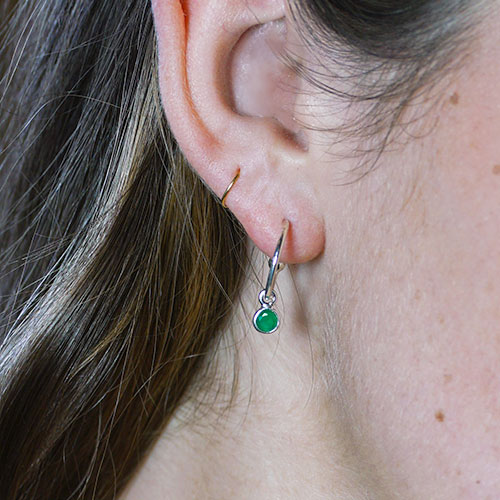 21141-sterling-silver-emerald-hoop-earrings_3.jpg