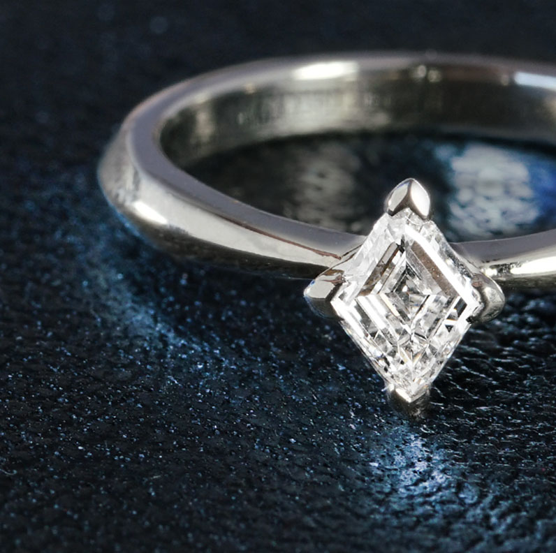 21608-apex-palladium-and-kite-cut-diamond-engagement-ring_9.jpg