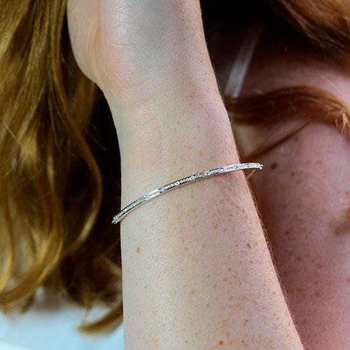 19068-9-carat-white-gold-diamond-line-bar-bracelet_3.jpg