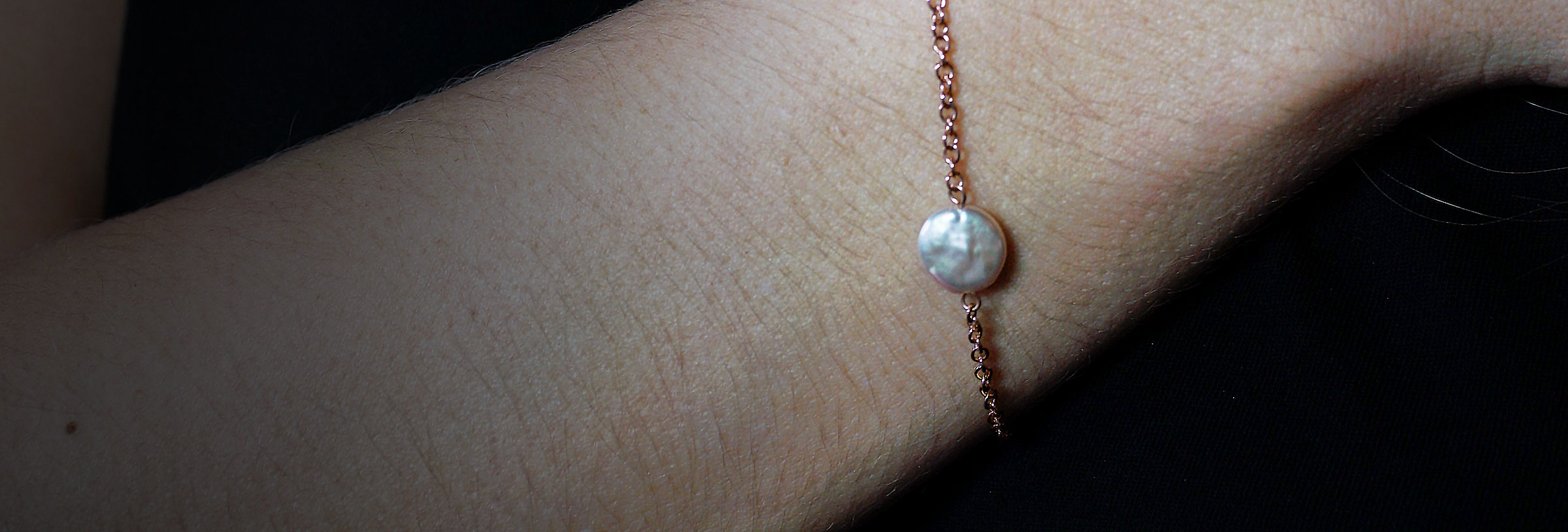 rose-gold-chain-bracelet-with-ivory-coin-pearl