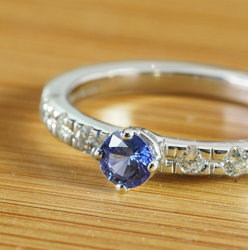 21829-white-gold-sapphire-and-diamond-shoulder-engagement-ring_9.jpg