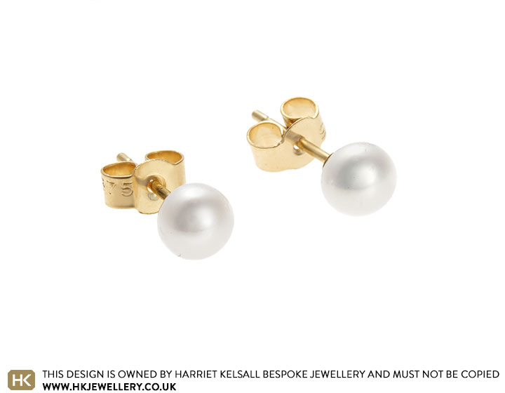 22128-yellow-gold-and-ivory-pearl-stud-earrings_2.jpg