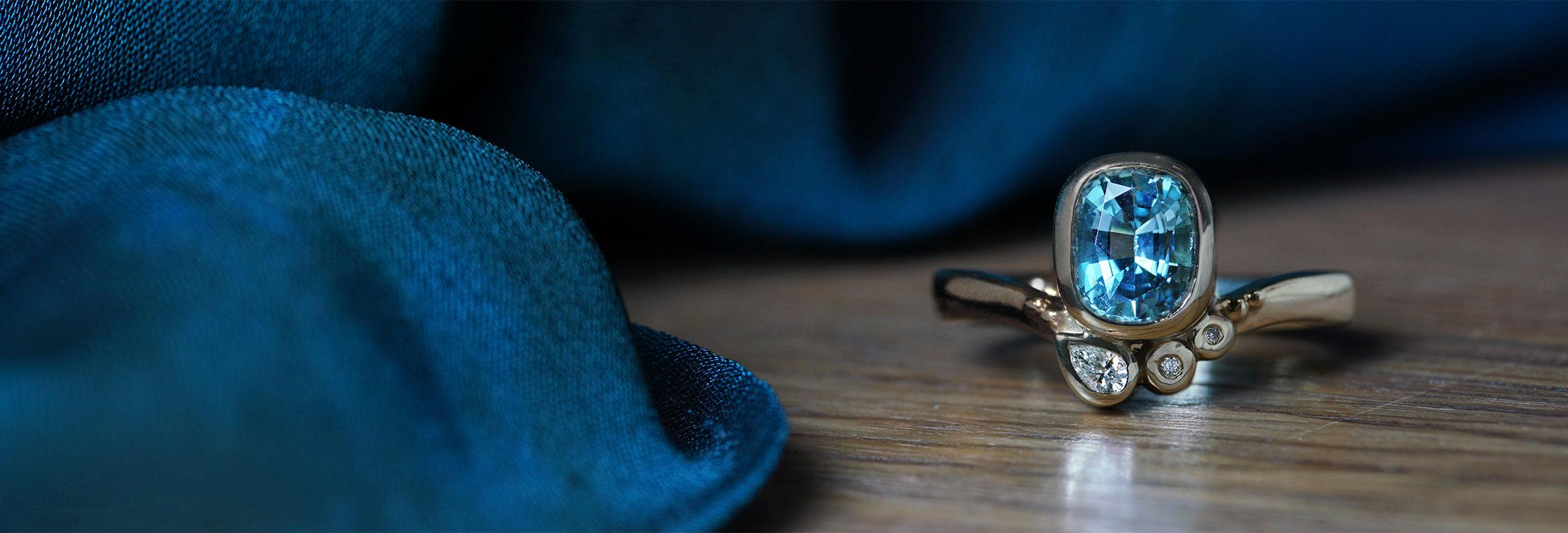 white-gold-oval-cut-aquamarine-and-diamond-engagement-ring