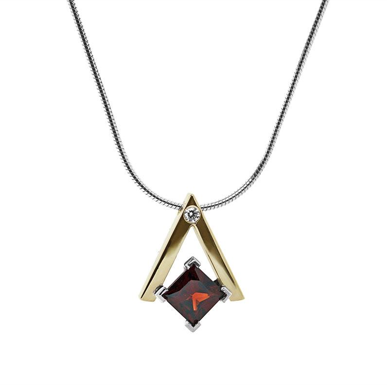 20109-yellow-gold-and-silver-garnet-and-diamond-pendant_9.jpg