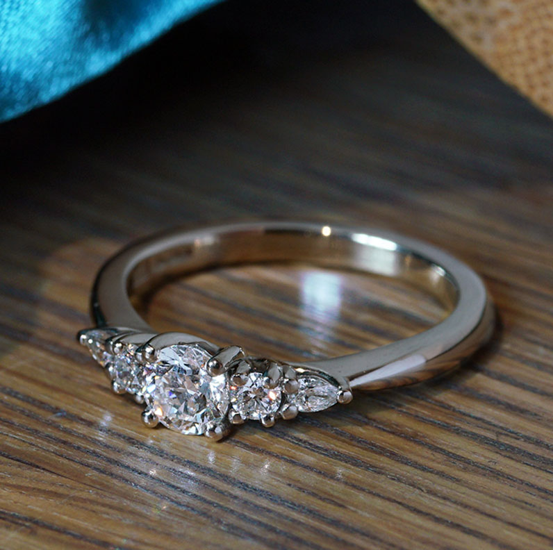 21122-platinum-and-mixed-cut-diamond-ring_9.jpg