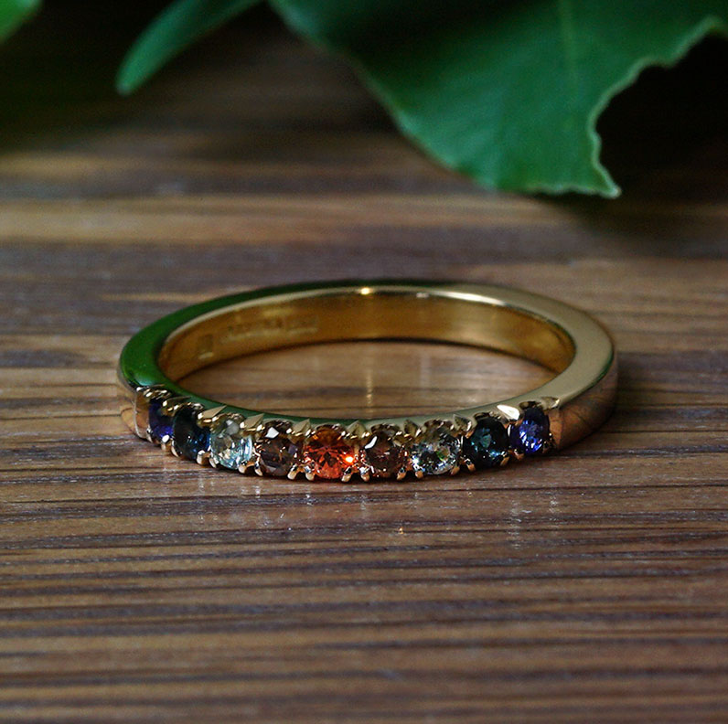 22120-yellow-gold-eternity-ring-with-sapphires-tourmalines-and-cognac-diamonds_9.jpg