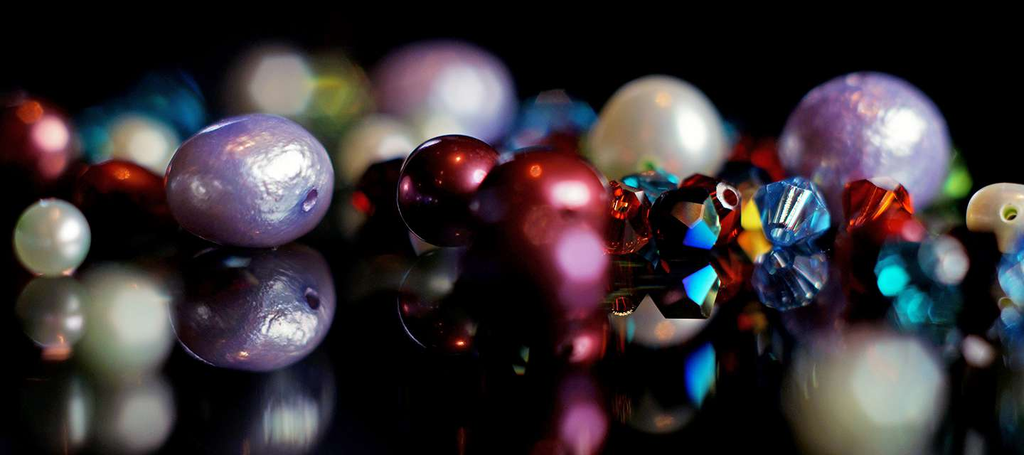 Coloured river pearls